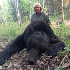 Shellie Hellums- 300+ Black Bear